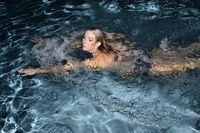 plavání blondýny.jpg