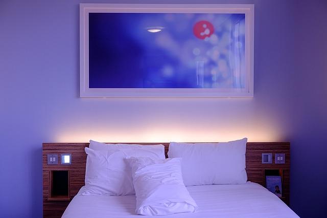 Dřevěné postele z masivu borovice, velikost 80×200 cm